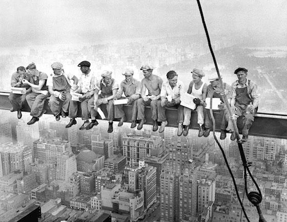 photo des ouvriers faite par le photographie 1932 par Charles C. Ebbets