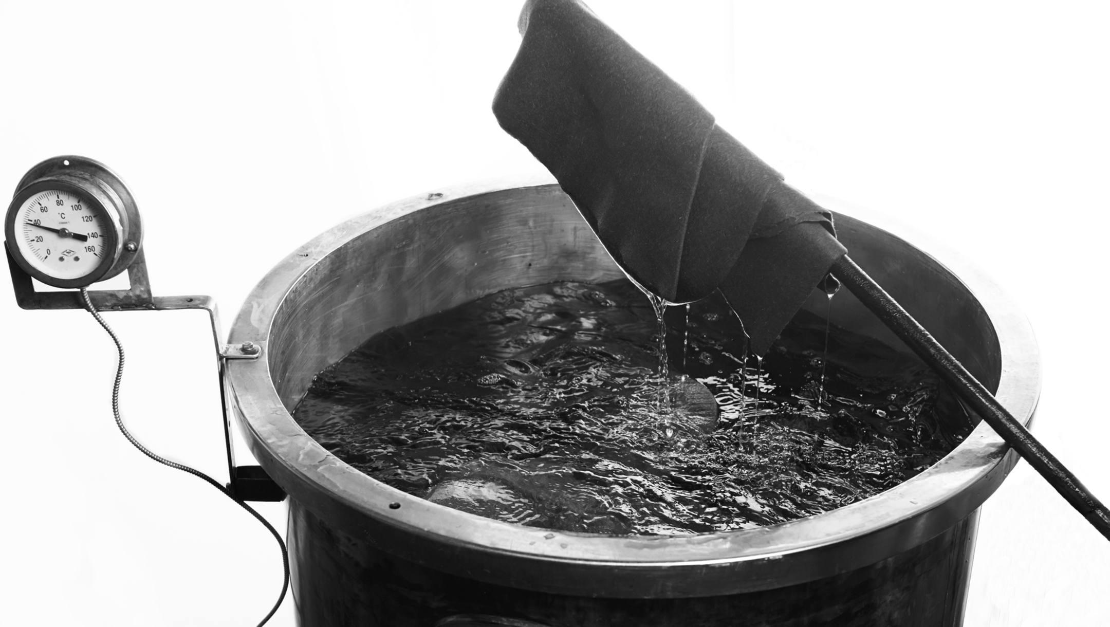 Les feutres sont maintenant teints dans des machines à pression atmosphérique et à la température d'ébullition de 90 à 240 minutes suivant le grammage des feutres.