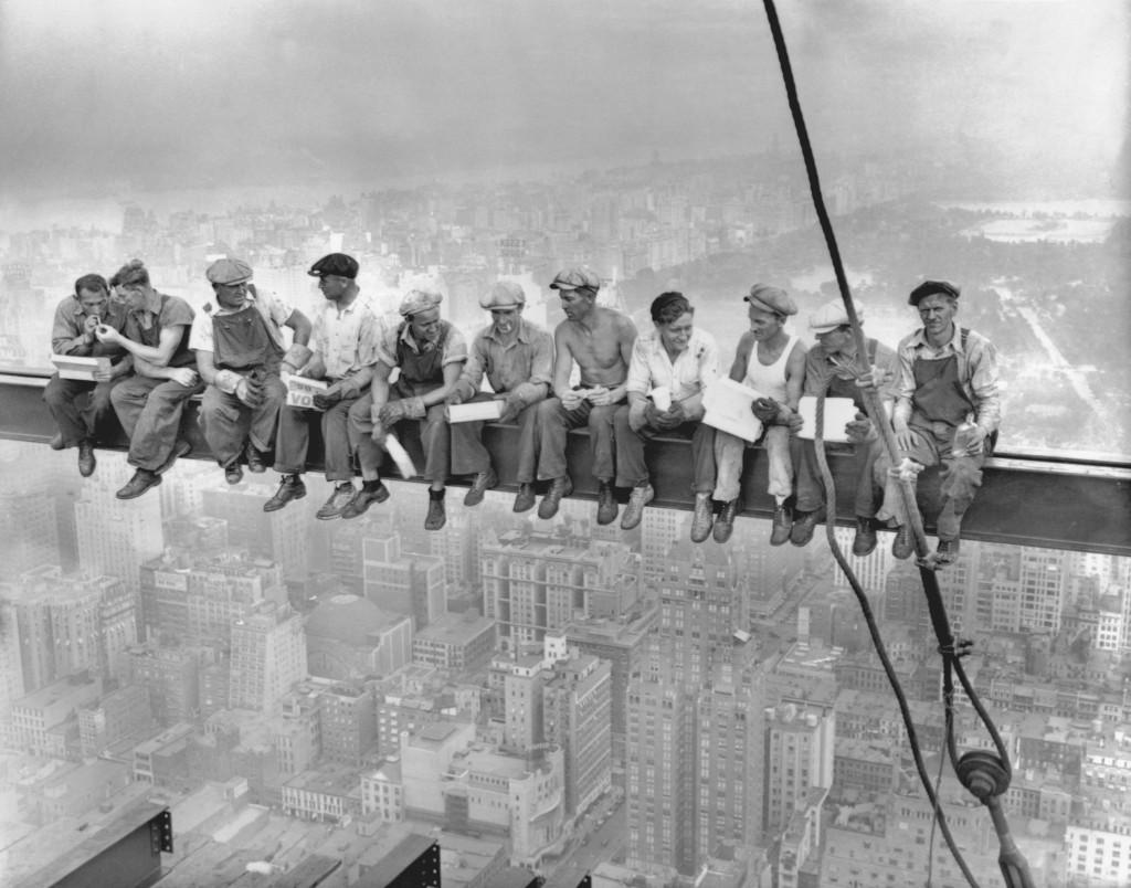 Pause déjeuner lors de la construction d'un building