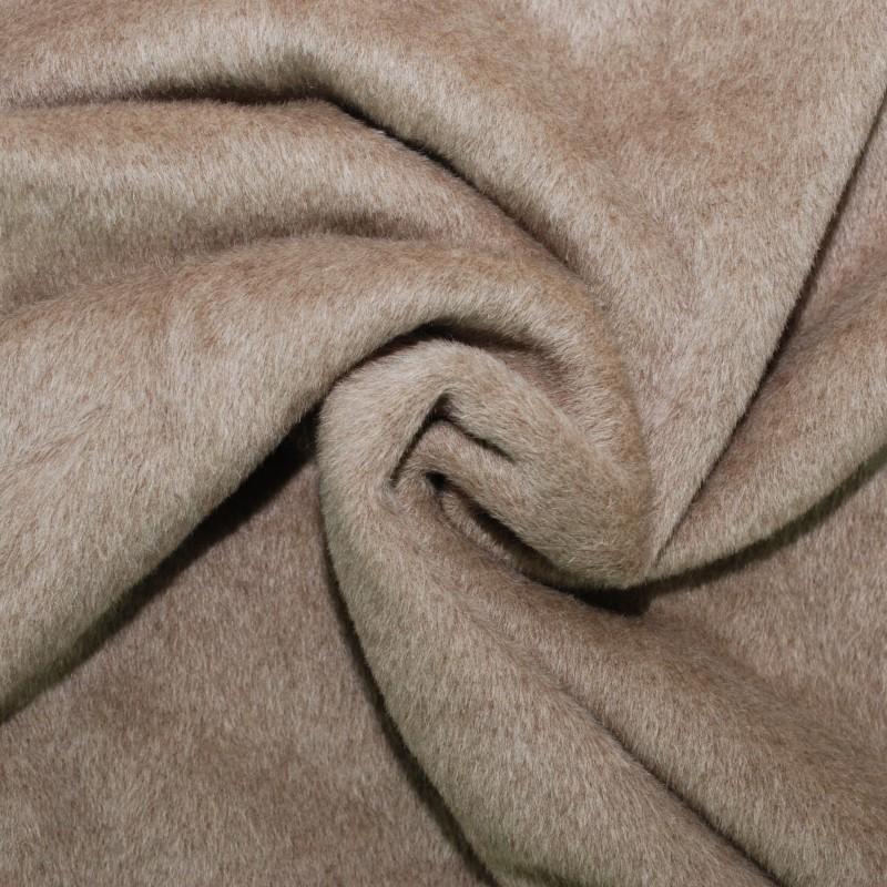 le tissu alpaga est utilisé pour la confection de bonnet, casquette..