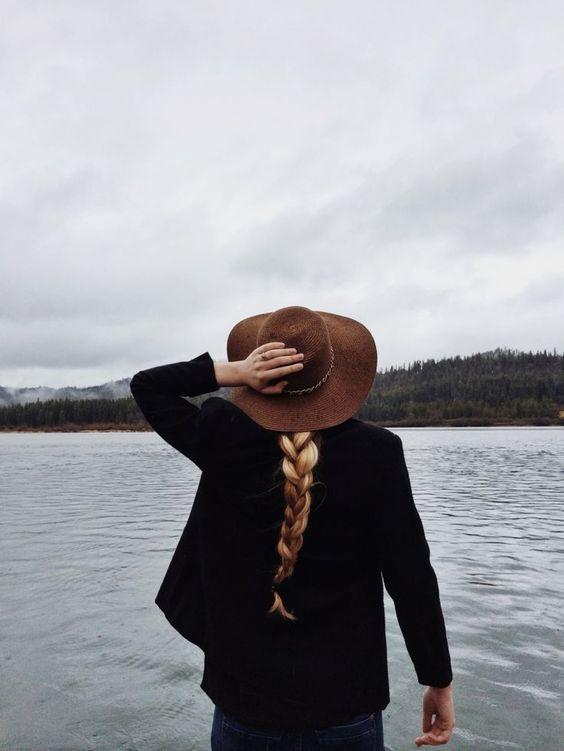 longue tresse avec capeline marron
